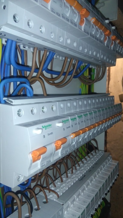 монтаж електическо табло на три реда